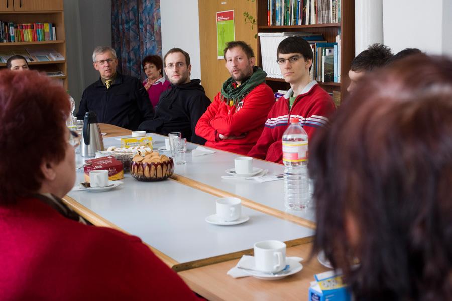 Hier bei der offiziellen Begrüßung im Flüchtlingsheim in Apolda und einem kurzen Kennenlernen der Heimleitung…